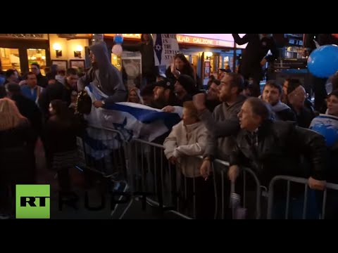 USA: Tensions high as pro-Israeli, pro-Palestinian protesters square off on Times Square