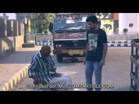 Mira lo que pasa cuando le pides comida a los que piden comida en la calle.