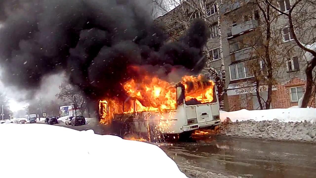 В пскове сгорел автобус