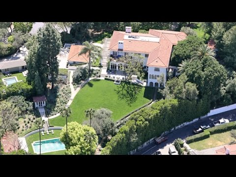 Angelina Jolie Pays 25 Mill For Cecil B Demille 39 S L A