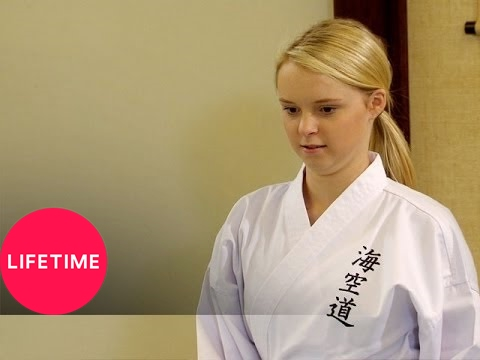Download Kim of Queens: The Girls Get Worldly (S2, E6) | Lifetime