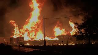 A fuoco un deposito di bancali in via Da Villa
