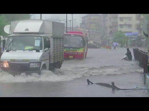 Monsoon rains batter Mumbai, throw normal life out of gear