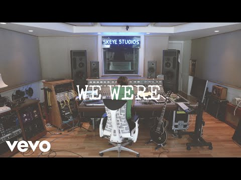 Tom Travis - Keith Urban Does A Lyric Video For His New Song We Were