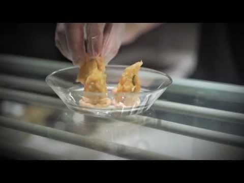 Salmalaks tempura med avokado og kremost på Lille Asia i Oslo