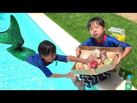 人魚にドーナツ取られた!!! おゆうぎ こうくんねみちゃん サメに食べられたかと思ったら人魚になった!??