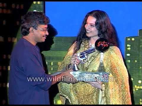 Ram Gopal Varma, Raveena Tandon, Manoj Bajpayee and Rekha at Silver Jubilee party of film Satya