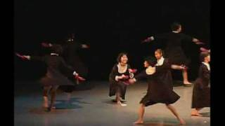 小学生から高校生が踊るシュールなモダンダンス。 死ぬまで踊り続ける魔...