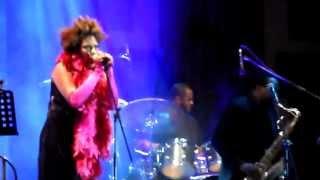 Macy Gray - Wake Up (Arcade Fire Cover) - Puebla, México, Abril 2013