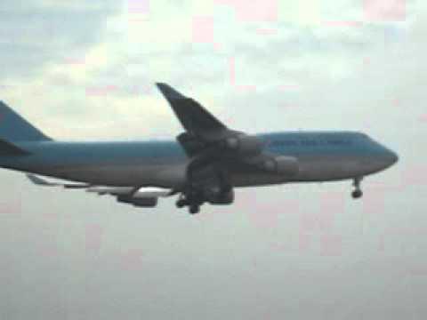 Máy bay pessi hạ cánh sân bay Tân Sơn Nhất