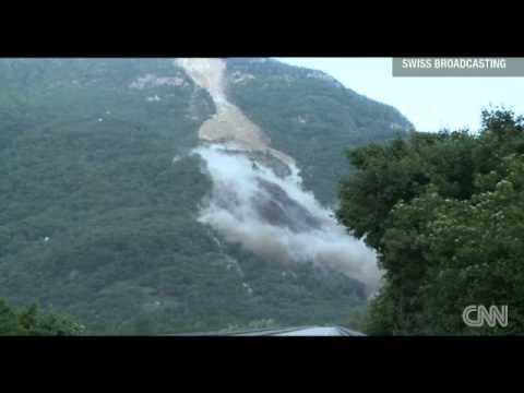 Impresionante derrumbe de la ladera de una montaña en los Alpes suizos