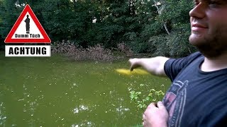 Baum rausziehen am Teich | Dumm Tüch