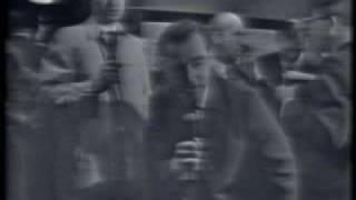 Jack Ruby shoots Lee Harvey Oswald (raw footage)