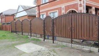 видео Ворота из профнастила с элементами ковки