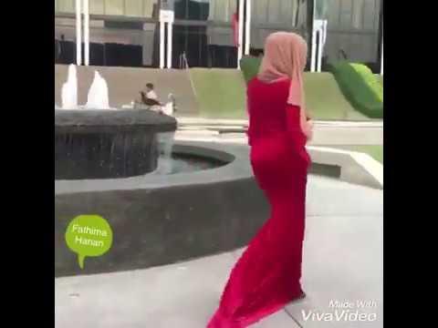 EXCLUSIVE ! Hijab Girl Scandal Walk!!!