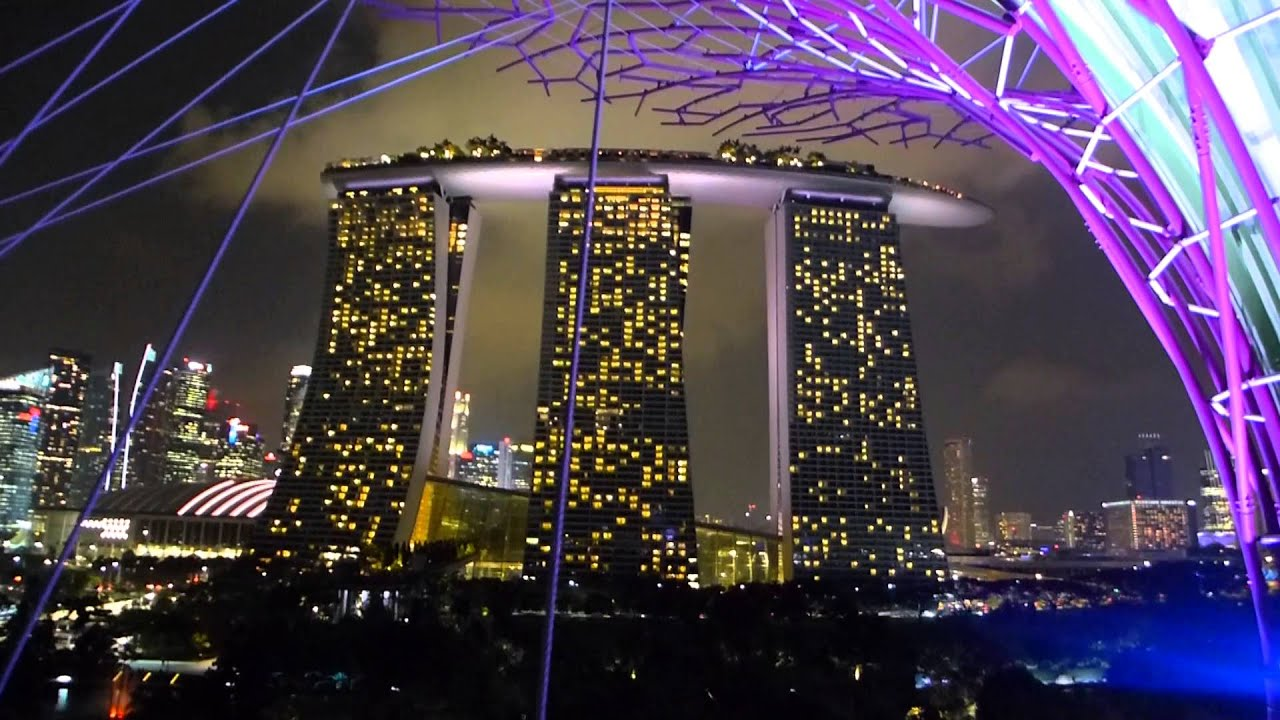 Singapore - Gardens by the Bay - Supertree Grove Skyway HD (2015 ...