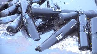Crude oil pours into river from derailed train in US - BBC News