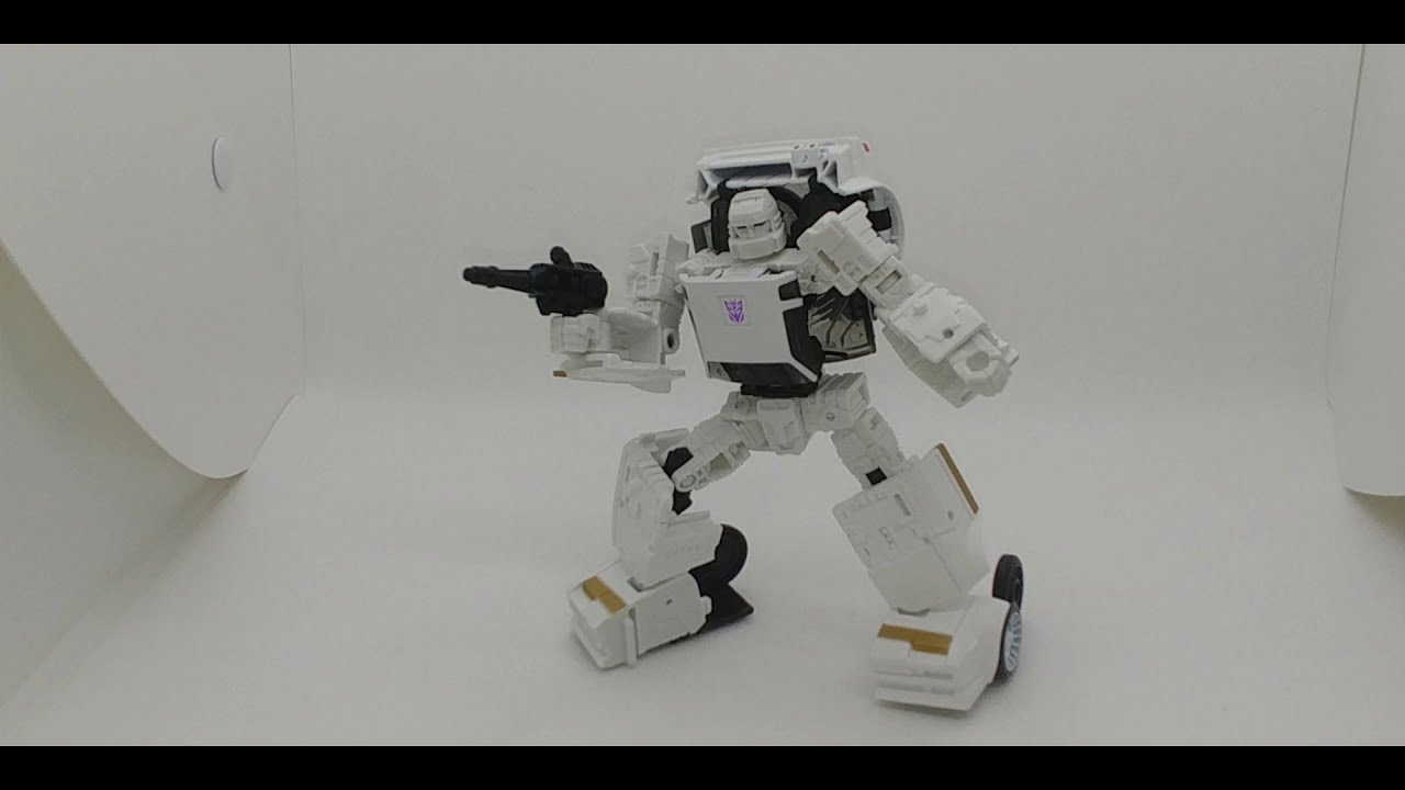 Chuck's Reviews Transformers Earthrise Runamuck