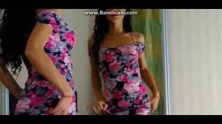 стриптиз сексуальної дівчини перед веб камерою web camera