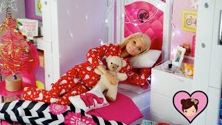 Barbie Winter Holiday Morning Routine - Making a Snowman!