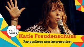 Katie Freudenschuss – Fangesänge neu interpretiert