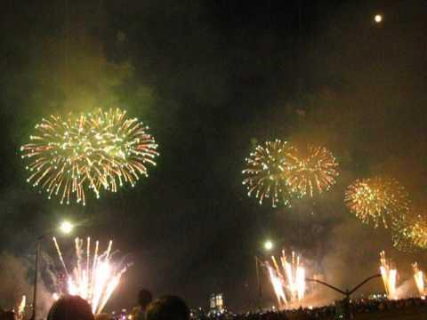 Happy 241st #America ! Love, @macys #Manhattan #Fireworks Gorgeous by Peachy Deegan