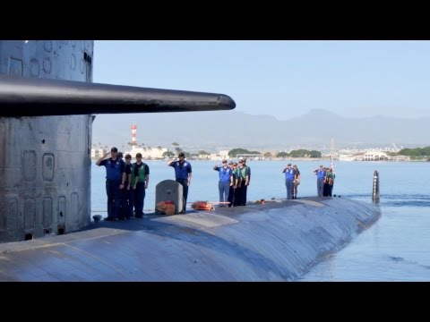 Nuclear Submarine USS Houston (SSN 713) Departs Pearl Harbor