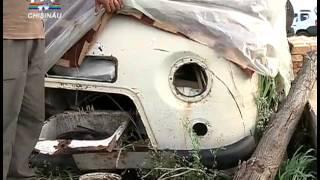 Молдавская семья живет в кузове машины(, 2014-07-27T09:32:35.000Z)
