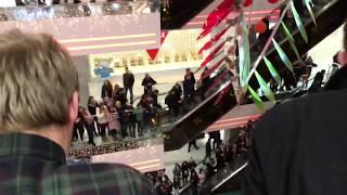 Нереальная толпа фанатов на встрече с актёрами сериала ШКОЛА