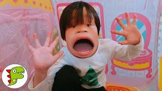 レオくんがウサギさんのおかしをたべたらへんなかおになっちゃった♫ チャンネル登録♥Subscribe♥subscrever♥الاشتراك Toy Kids☆トイキッズ...