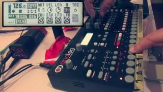Аналоговий чотири (МКИ) - ручний цикл конвертів і граючи довгі ноти