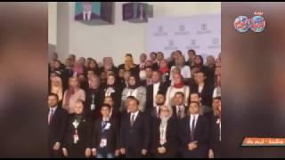 """أخبار اليوم   """"السيسي"""" يلتقط صورة تذكارية مع شباب المؤتمر #ابدع_انطلق"""