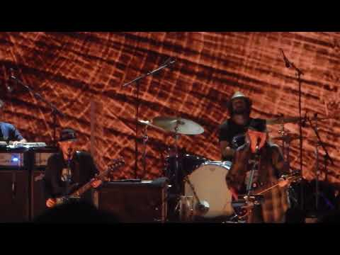 """Neil Young & Promise of the Real """"Cinnamon Girl"""" at Farm Aid 2017"""