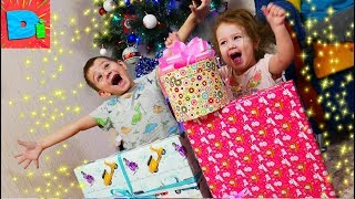 Открываем Подарки От Деда Мороза Дидишки Счастливы С Новым Годом!