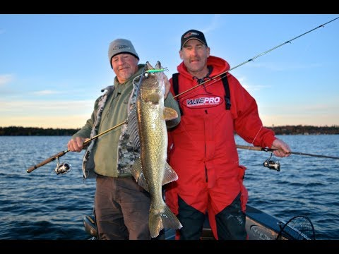 Winnebago Fish Trawl Survey, Jigs n Rigs for Fall Walleyes- Larry Smith Outdoors TV