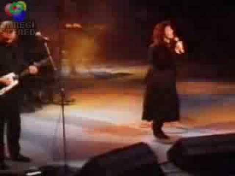 Kate Bush David Gilmour Running up that Hill Live Secret Policemans Ball 1987 Amnesty International