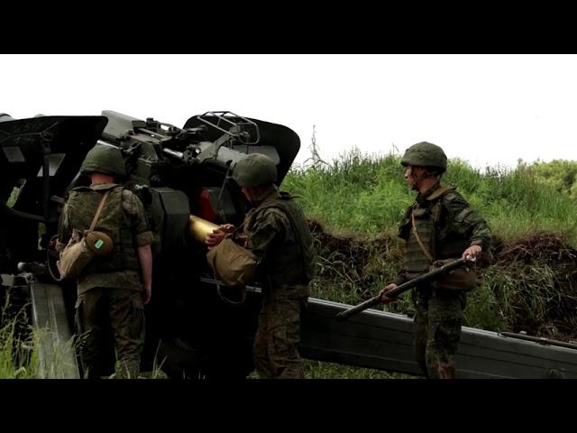 Огневая засада на колонну бронетехники условного противника на учении артиллеристов в Сибири