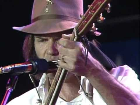 Neil Young - Heart of Gold (Live at Farm Aid 1985)
