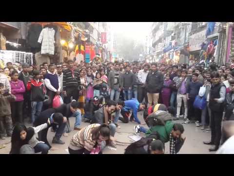 Flash mob dance in Delhi I 5 Saal Kejriwal I Aam aadmi party supporters