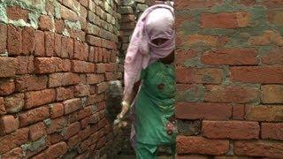 Unberührbare reinigen Latrinen in Indien