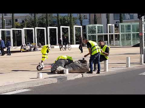 Yellow Vests Israel Tel Aviv  - The Supporters Of The Struggle Are Distributing Vests For Free.