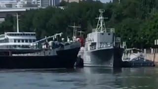 В акватории реки Дон столкнулись два судна.