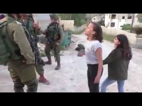 الطفلة جنى التميمي من رام الله تحرج جنود الاحتلال