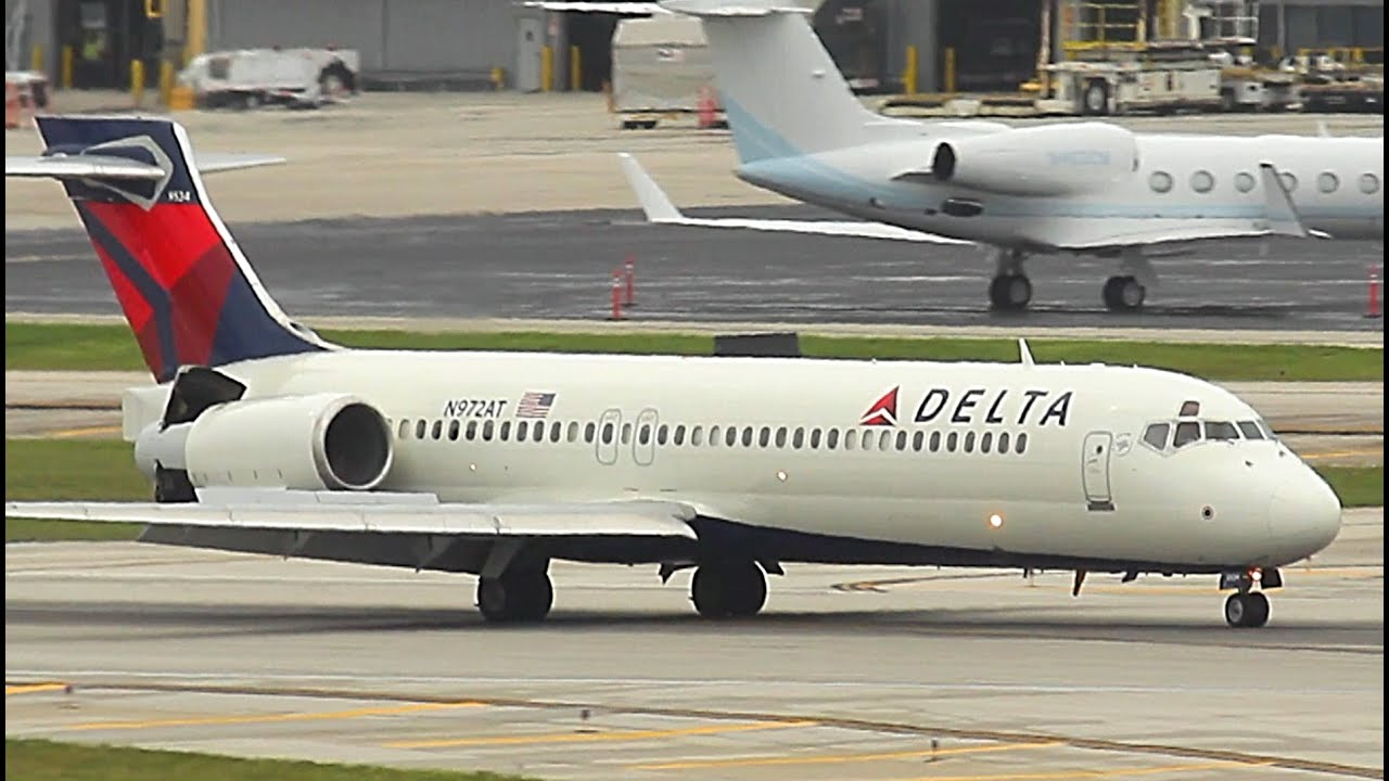 {TrueSound}™ Delta Air Lines Boeing 717-200 Landing + Parking at Ft.  Lauderdale 9/15/15