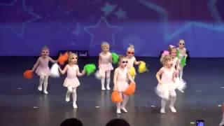 Опа комнастар танцуют малыши