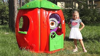Diana Pretend Play with funny Minions and Playhouse