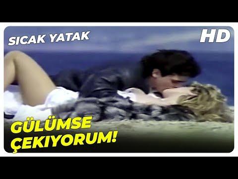 Sıcak Yatak - Gamze, Naci'ye Poz Veriyor! | Harika Avcı Eski Türk Filmi