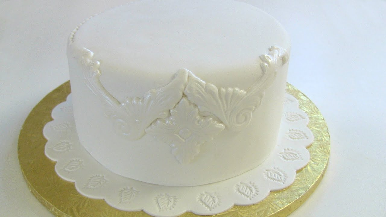 Draping Fondant On A Square Cake