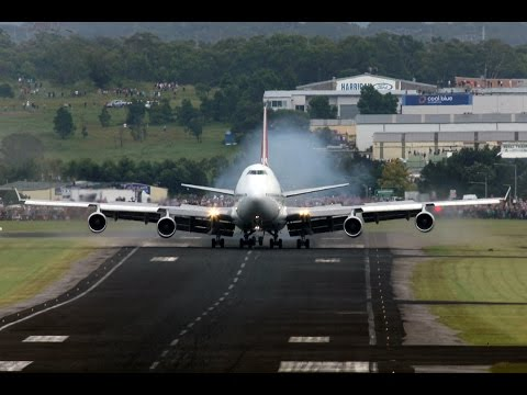 Qantas 747-400 VH-OJA Wollongong Arrival