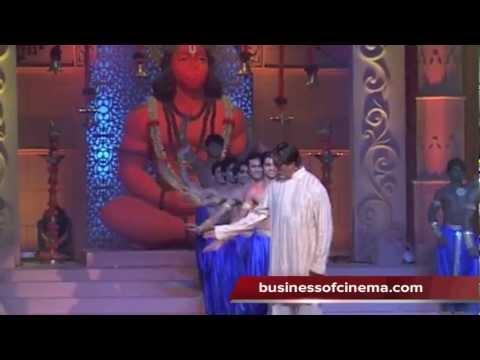 Amitabh Bachchan Sings 'Shri Hanuman Chalisa'